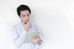 Młoda Męska Używa Cyfrowej pastylka Obraz Stock