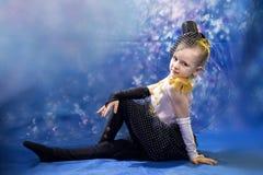 Młoda mała dziewczynka w tana kostiumu zdjęcie stock