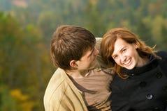 młoda miłość pary Zdjęcia Royalty Free