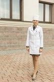 Młoda militarna pielęgniarka zdjęcia stock