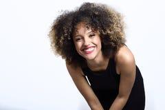 Młoda murzynka z afro fryzury ono uśmiecha się Obrazy Royalty Free