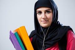 Młoda muzułmańska kobieta przed szkołą Obrazy Royalty Free