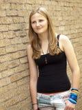 Młoda nastoletnia dziewczyna patrzeje smutny lub przygnębiony Fotografia Stock