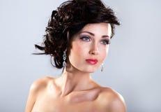 Młoda odświętności kobiety czerni suknia Piękny wzorcowy portret ja Fotografia Stock
