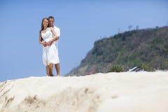 Młoda para PRZY plażą zdjęcia stock
