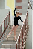 Młoda Piękna balerina Pozuje Na schodkach Fotografia Stock