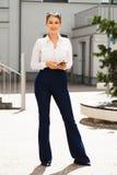 Młoda piękna biznesowa kobieta fotografia royalty free