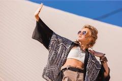 Młoda piękna blondynki dziewczyna Zdjęcia Royalty Free