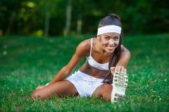 Młoda piękna brunetki sportsmenka plenerowa Fotografia Royalty Free