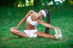 Młoda piękna brunetki sportsmenka plenerowa Obrazy Stock