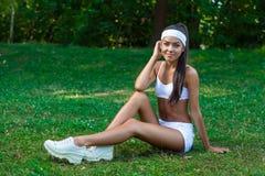 Młoda piękna brunetki sportsmenka plenerowa Zdjęcie Royalty Free
