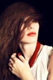 Młoda piękna długowłosa kobieta Fotografia Royalty Free