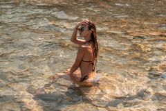 Młoda piękna dama morze obrazy royalty free