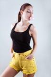 Młoda piękna dziewczyna nadyma bąbel od guma do żucia Zdjęcie Stock