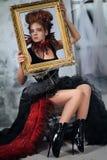 Młoda piękna dziewczyna w postaci złej czarodziejki Fotografia Stock