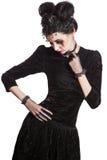 Młoda piękna gothic kobieta z białymi skóry i czerwieni wargami halloween Obrazy Stock
