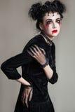 Młoda piękna gothic kobieta z białymi skóry i czerwieni wargami halloween Zdjęcie Royalty Free