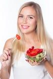 Młoda piękna kobieta je jarzynowej sałatki zdrowe jeść Być w kształcie Fotografia Royalty Free