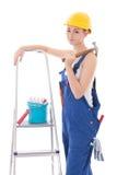 Młoda piękna kobieta w błękitnych coveralls z budowniczych narzędziami i Zdjęcia Stock