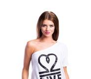 Młoda piękna kobieta w białej koszulce, studio strzał, odizolowywający Obraz Royalty Free