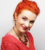 Młoda piękna kobieta z dużym szczęśliwym uśmiechem Zdjęcie Stock