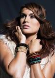 Młoda kobieta z włosianymi rozszerzeniami. Zdjęcia Stock