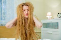 Młoda piękna kobieta z upaćkanym włosy Obraz Royalty Free
