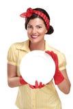 Młoda piękna kobiety gospodyni domowa pokazuje perfect myjących naczynia zdjęcie royalty free