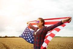 Młoda piękna kobiety mienia usa flaga Obraz Stock