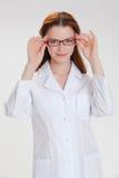 Młoda piękna lekarka odizolowywająca na bielu fotografia stock