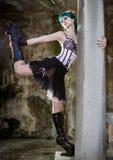 Młoda piękna szpilka w górę splendor dziewczyny z zielonego koloru włosy, wysokim Zdjęcia Stock