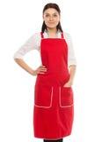 Młoda piękna uśmiechnięta brunetka w czerwonym fartuchu Obraz Stock
