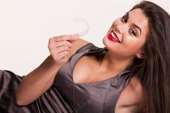 Młoda Piękna Uśmiechnięta kobieta Z Stomatologicznymi brasami Fotografia Royalty Free