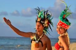 Młoda Polinezyjska Pacyficznej wyspy tancerzy Tahitańska para Obrazy Royalty Free