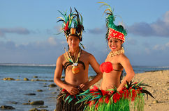 Młoda Polinezyjska Pacyficznej wyspy tancerzy Tahitańska para zdjęcia royalty free
