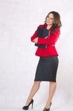 Młoda pomyślna biznesowa dama w klasycznym kostiumu Fotografia Royalty Free