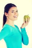 Młoda przypadkowa kobieta trzyma jabłka Obrazy Stock