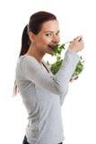 Młoda przypadkowa kobiety łasowania baranka sałata. Zdjęcie Royalty Free