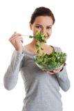 Młoda przypadkowa kobiety łasowania baranka sałata. Obrazy Royalty Free