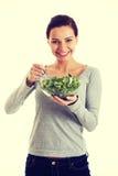 Młoda przypadkowa kobiety łasowania baranka sałata Zdjęcie Royalty Free