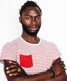 Młoda przystojna afro amerykańska chłopiec gestykuluje emocjonalny odosobnionego na białym tle ono uśmiecha się, stylu życia poję Obrazy Stock