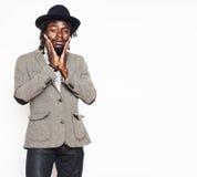 Młoda przystojna afro amerykańska chłopiec w eleganckim modnisia kapeluszu gesturin Obraz Stock