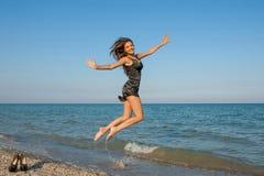 Młoda rozochocona dziewczyna na morzu Obraz Royalty Free