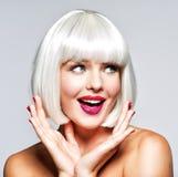Młoda rozochocona szczęśliwa kobieta abstrakcjonistyczna sztandaru mody fryzury ilustracja zdjęcie stock