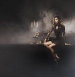 Młoda seksowna czarownica robi guślarstwu w dungeon obrazy royalty free