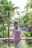 Młoda seksowna Ukraine dziewczyna przy luksusowego kurortu willą na tropikalnej Bali wyspie, Indonezja Zdjęcie Royalty Free