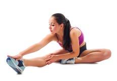 Młoda sporty dziewczyna robi gimnastycznym ćwiczeniom Zdjęcie Stock