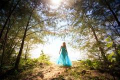 Młoda szczęśliwa azjatykcia dziewczyna na wyspie Fotografia Royalty Free