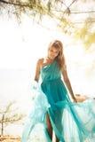 Młoda szczęśliwa azjatykcia dziewczyna na wyspie Zdjęcie Royalty Free