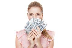 Młoda szczęśliwa kobieta z dolarami w ręce odosobniony Obrazy Royalty Free